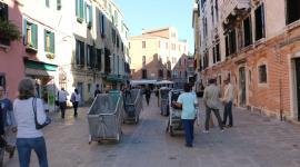 La raccolta dei rifiuti a Venezia